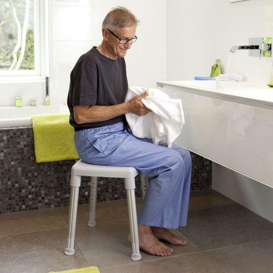 Tabouret de douche rectangulaire avec assise pivotante