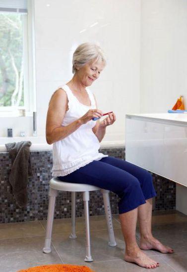 Tabouret de douche avec assise pivotante